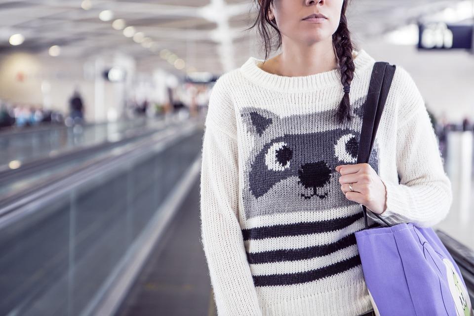 Întrebări și răspunsuri:Dacă am un prieten care vine cu avionul din altă țară pot să îl iau de la aeroport?
