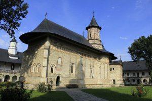 Mănăstirea Neamț ajută societatea, fără a avea pretenții financiare în acest sens
