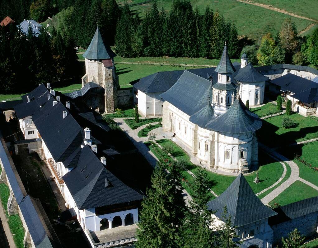 31 de călugări de la Mănăstirea Putna internați azi noapte
