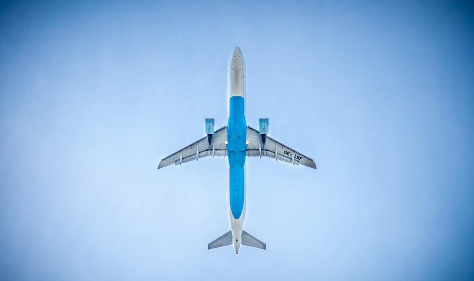 Preţurile călătoriilor cu avionul au crescut şi cu 600%