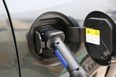 Petrom și Eldrive vor instala 30 de puncte de încărcare rapidă pentru mașini electrice în benzinării OMV din România și Bulgaria