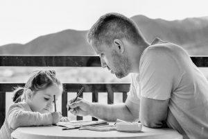 Părinţii vor putea sta acasă cu copiii şi din 15 mai