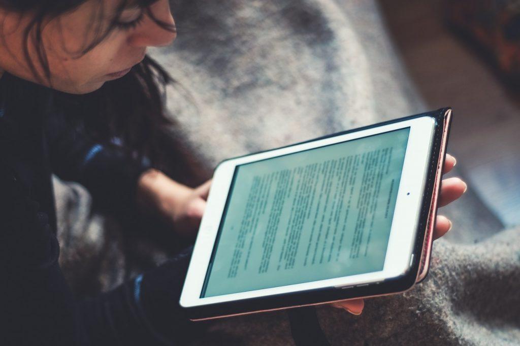 Pregătire pentru continuarea școlii online, din toamnă, în paralel cu cea offline
