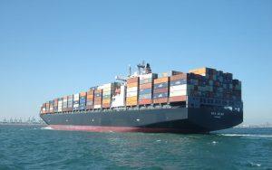 Exporturile României scad puternic, sunt de două ori mai mici decât importurile